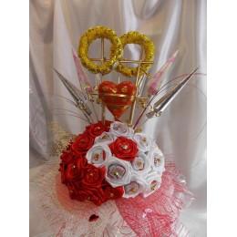 Конфетный букет в подарок на свадьбу